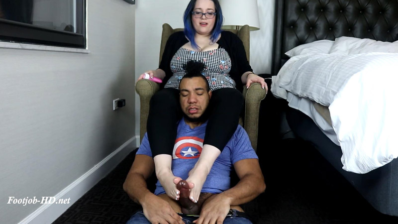 Indulge in SLT's Smelly Soles - Joey's FeetGirls