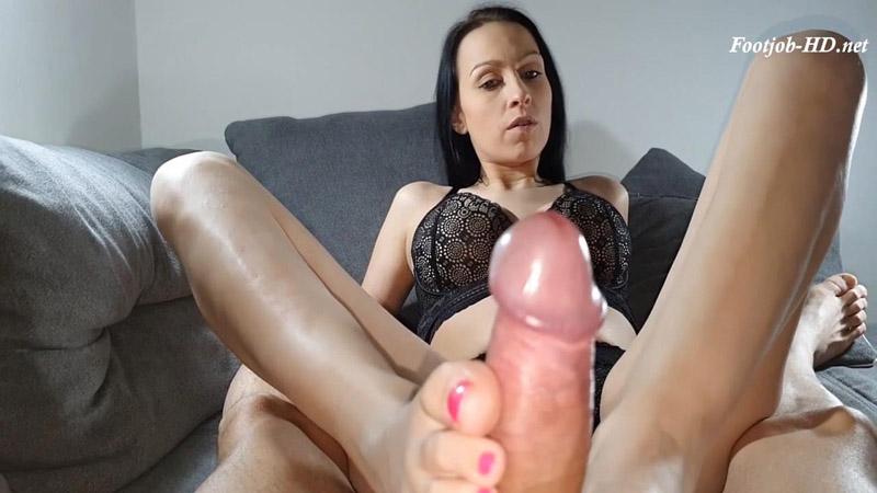 Oily Footjob with nice cock – Nicole Rose