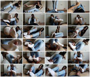 Socksjob In Floor - Emily Foxx_scrlist