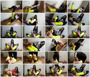I Stretched But Even So I Had Crash In The During Of Footjob - Emily Foxx_scrlist