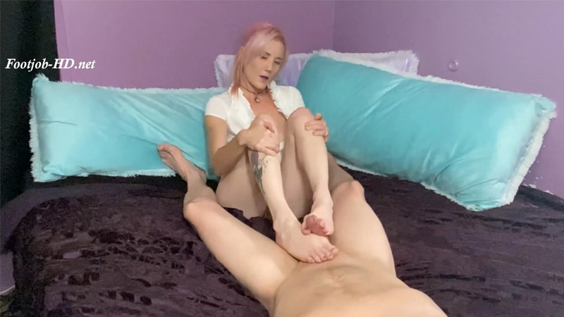 Custom POV Stinky Footjob Until He Cums - Kandi Playpen