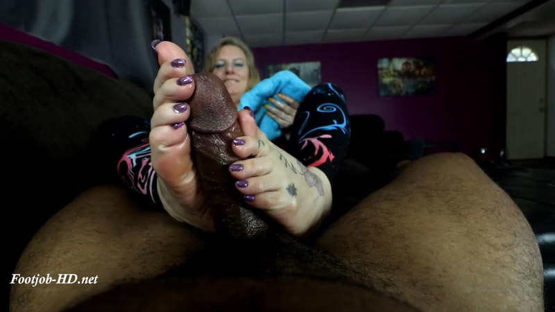 Rhonda the Teasing Expert - Joey's FeetGirls