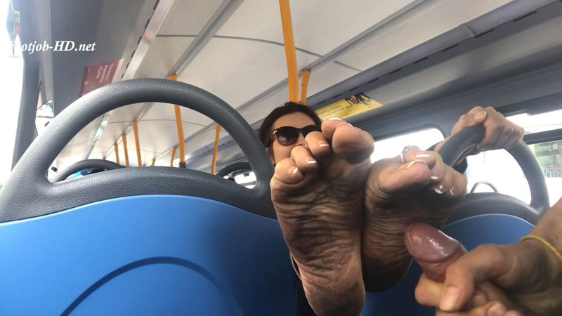 Bus ride with black soles and cumshot – Feetwonders