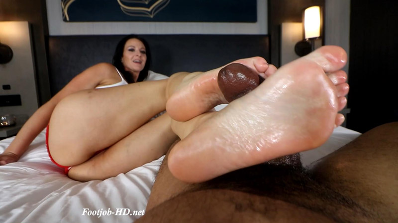 First Footjob with Heather Renee – Joey's FeetGirls