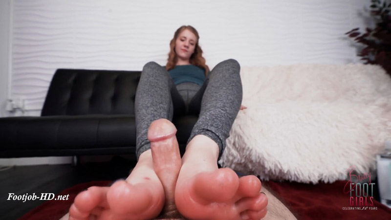Dakota – Cumming on your yoga soles – Bratty Foot Girls – Dakota Burns