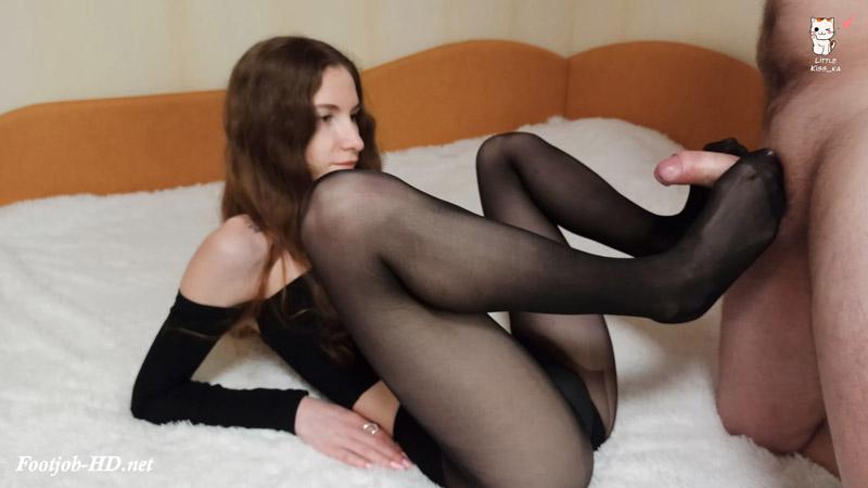 Footjob in black pantyhose – Littlekiss_ka