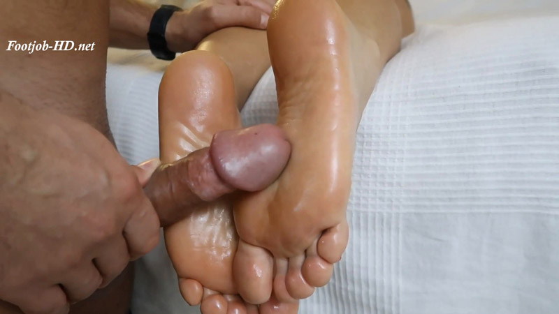 Cumshot on the feet of another's wife - Princess Diana