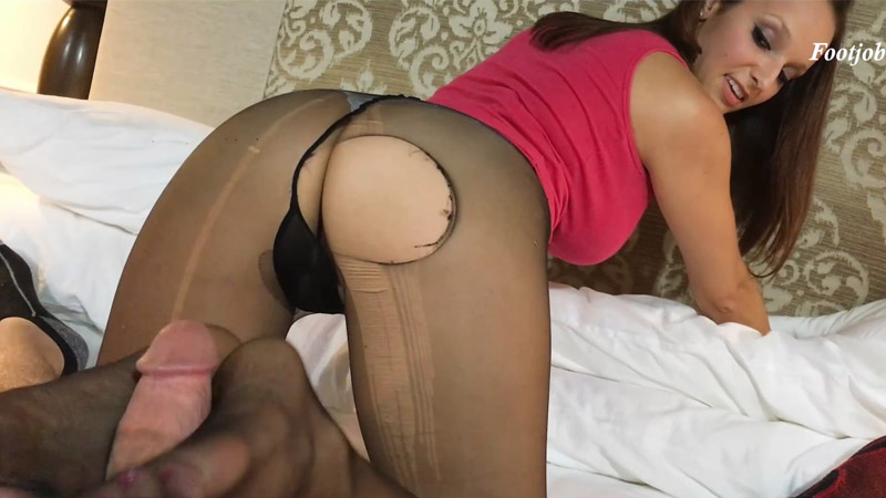 Lexi catches little step-brother staring at her Feet – Bratty Babes Own You – Lexi Luna