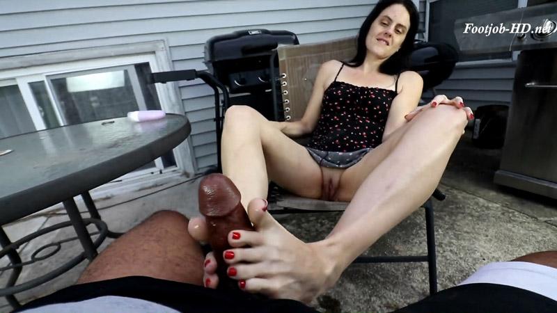 Brandy Elliott Backyard Footjob – Joey's FeetGirls